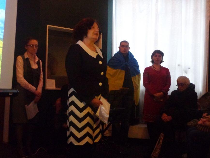 «…Лицарство Крут, нам вас не забути…» - в Красноармейском историческом музее почтили память Героев Крут (фото) - фото 15