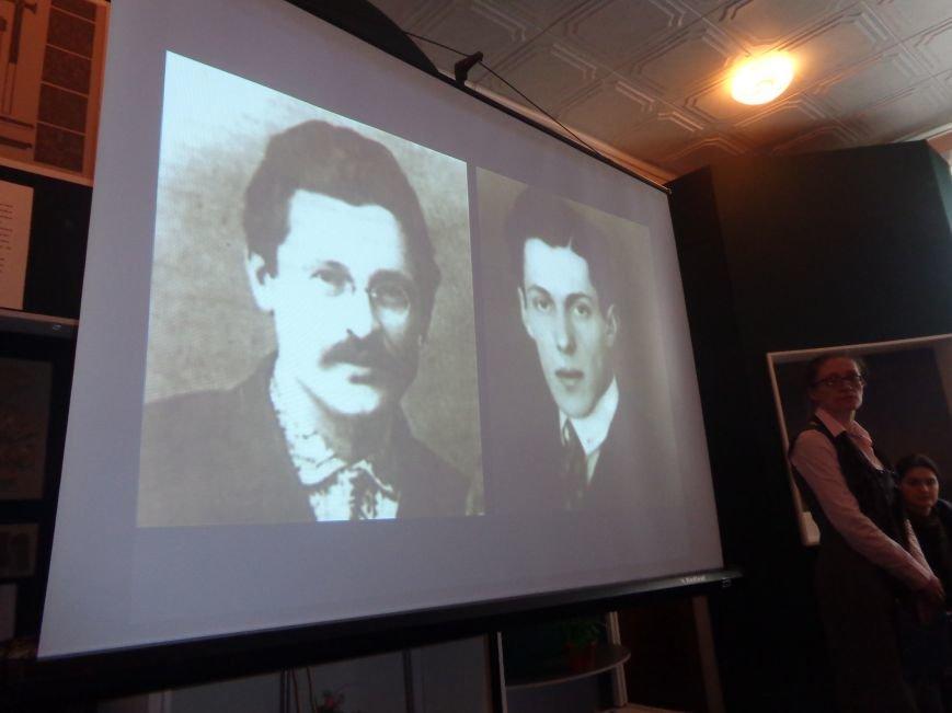 «…Лицарство Крут, нам вас не забути…» - в Красноармейском историческом музее почтили память Героев Крут (фото) - фото 1