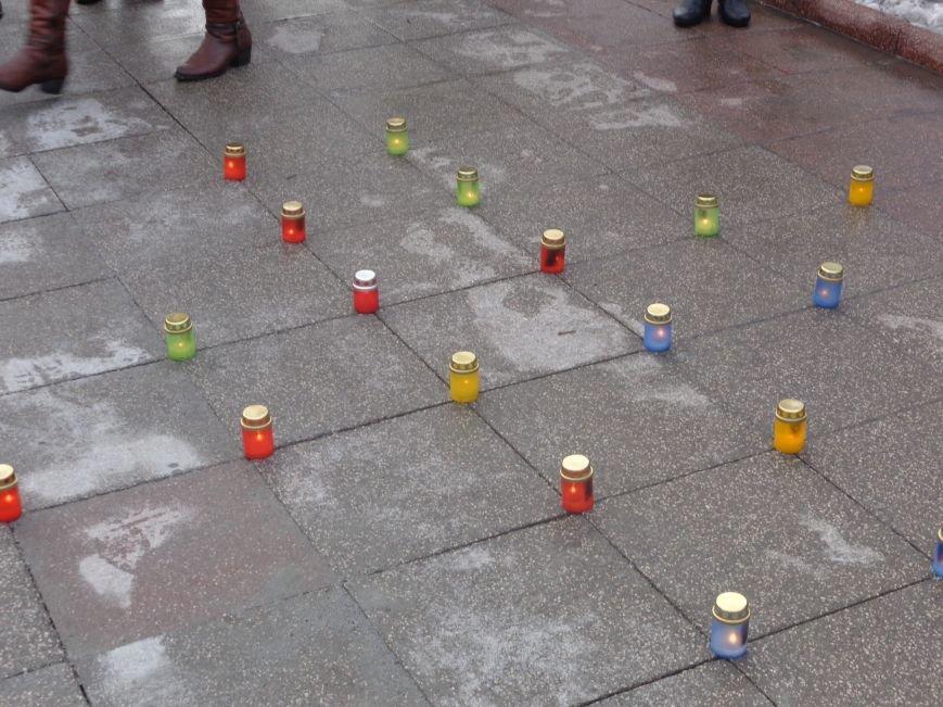 «…Лицарство Крут, нам вас не забути…» - в Красноармейском историческом музее почтили память Героев Крут (фото) - фото 25