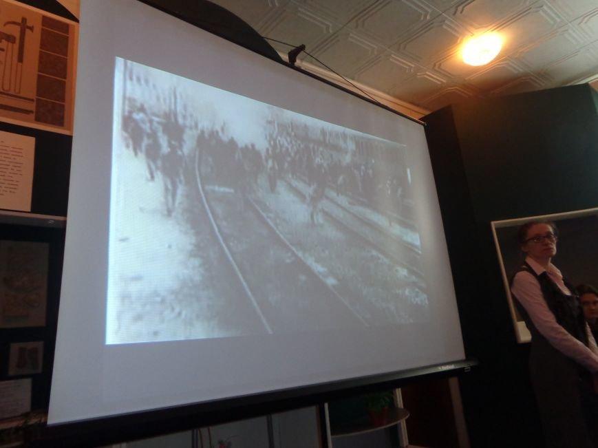 «…Лицарство Крут, нам вас не забути…» - в Красноармейском историческом музее почтили память Героев Крут (фото) - фото 2