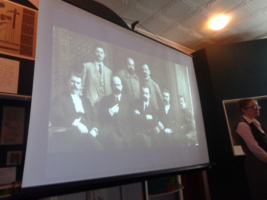 «…Лицарство Крут, нам вас не забути…» - в Красноармейском историческом музее почтили память Героев Крут (фото) - фото 3