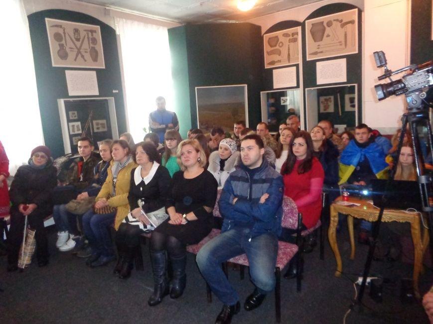 «…Лицарство Крут, нам вас не забути…» - в Красноармейском историческом музее почтили память Героев Крут (фото) - фото 5