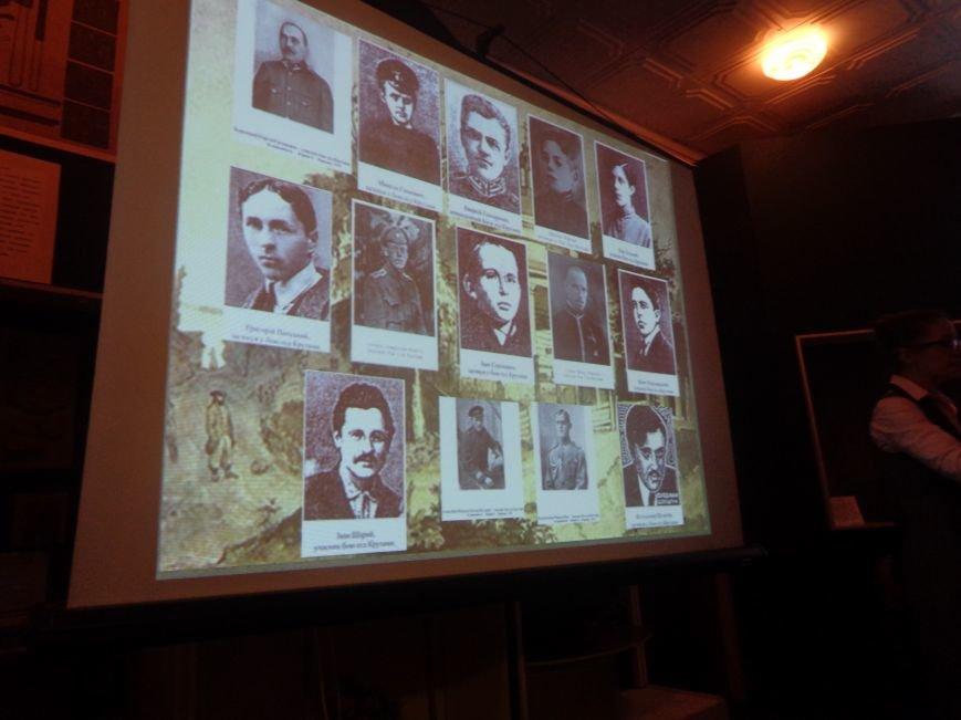 «…Лицарство Крут, нам вас не забути…» - в Красноармейском историческом музее почтили память Героев Крут (фото) - фото 13