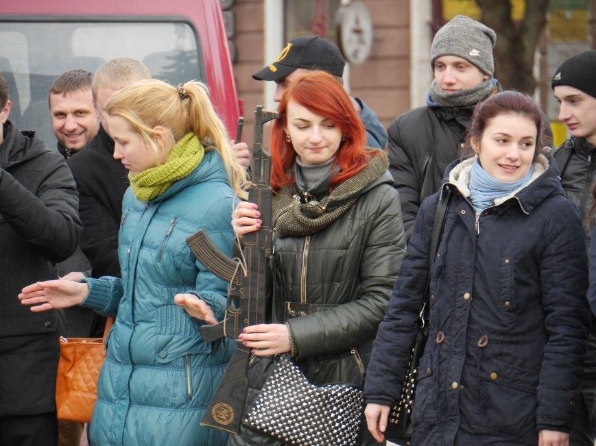 У центрі Тернополя відзняли патріотичний відеоролик до річниці бою під Крутами (ФОТО) (фото) - фото 2