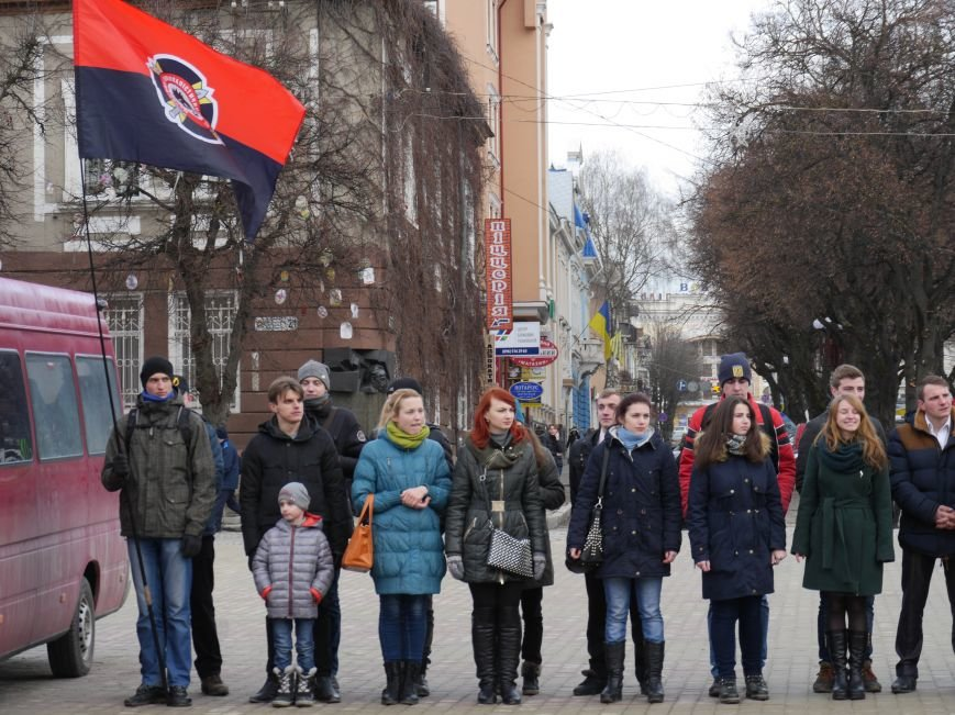 У центрі Тернополя відзняли патріотичний відеоролик до річниці бою під Крутами (ФОТО) (фото) - фото 1