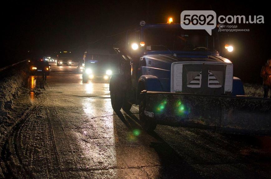 Массовое ДТП в Днепродзержинске: на левобережном мосту столкнулись 6 легковых авто и маршрутка (фото) - фото 11