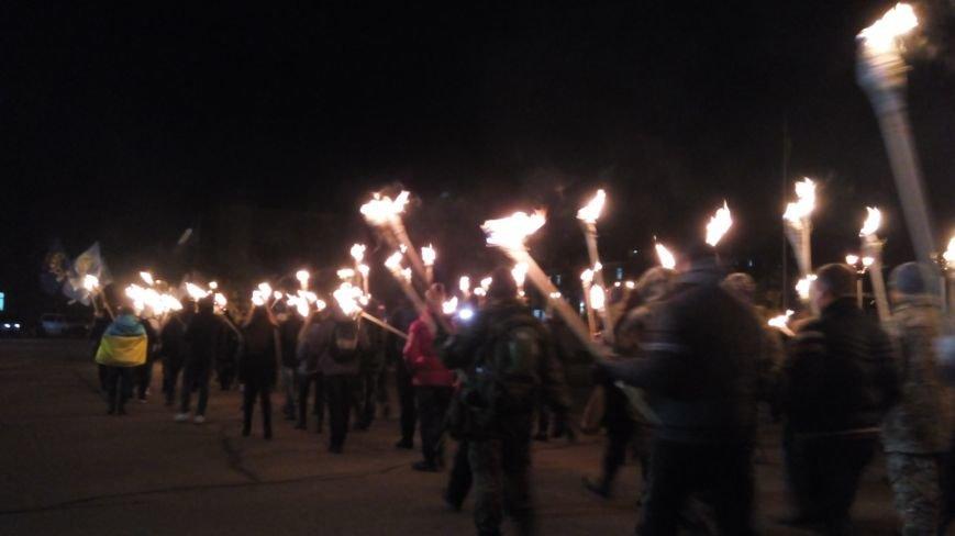 Смолоскипною ходою у Хмельницькому відзначили пам'ять Героїв Крут (Фото, Відео) (фото) - фото 1