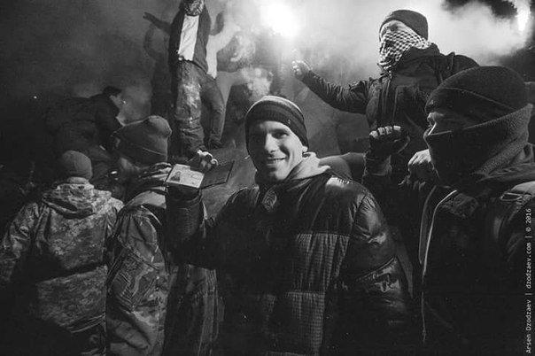 В Днепропетровске снесли памятник Петровскому (ФОТО, ВИДЕО), фото-4