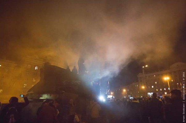В Днепропетровске снесли памятник Петровскому (ФОТО, ВИДЕО), фото-5