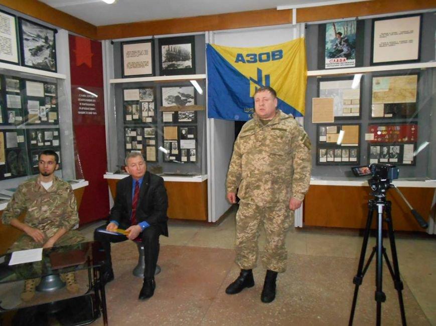 В Бердянском краеведческом музее  почтили память Героев Крут (фото) - фото 7