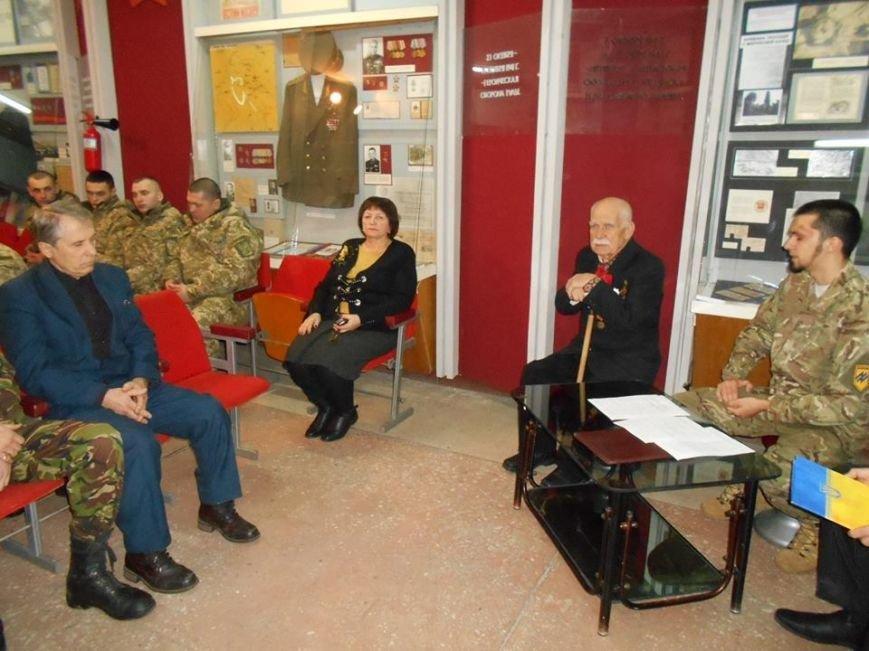 В Бердянском краеведческом музее  почтили память Героев Крут (фото) - фото 5
