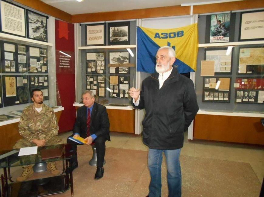 В Бердянском краеведческом музее  почтили память Героев Крут (фото) - фото 8