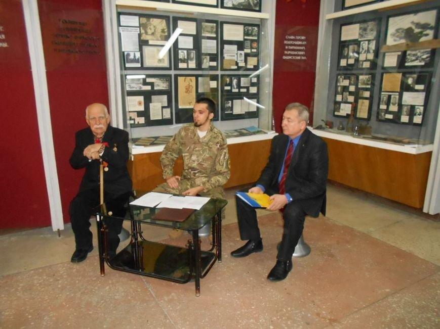 В Бердянском краеведческом музее  почтили память Героев Крут (фото) - фото 4