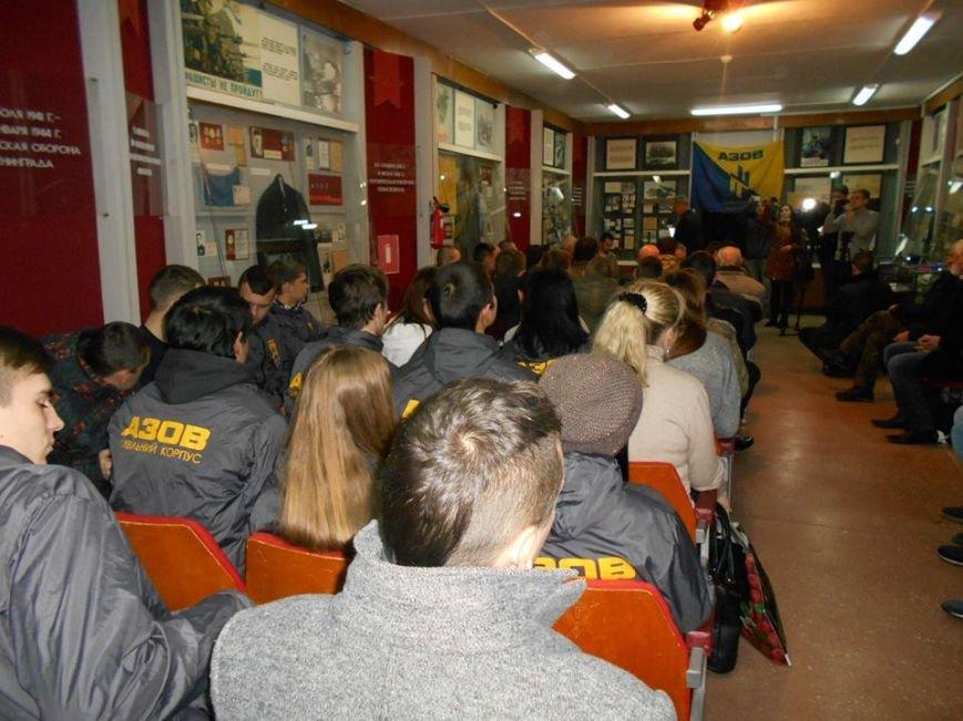 В Бердянском краеведческом музее  почтили память Героев Крут (фото) - фото 2