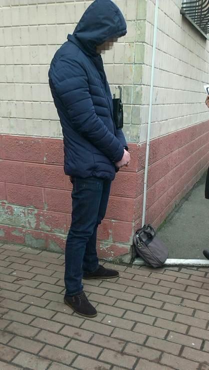 В Киеве поймали на взятке чиновника миграционной службы (ФОТО) (фото) - фото 1