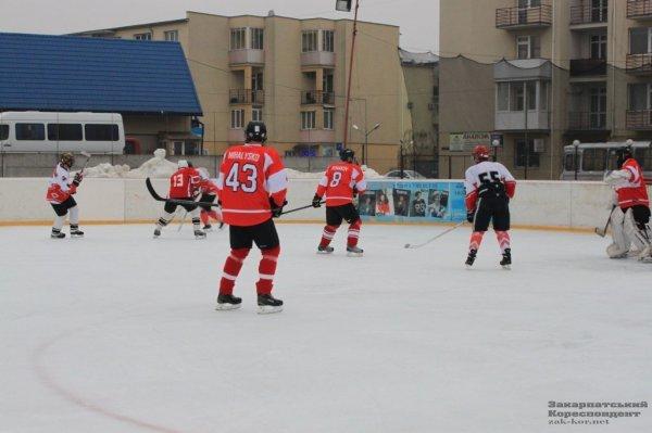 На чемпіонаті з хокею «Ужгородські вовки» переграли «Спартак» (фото) - фото 1