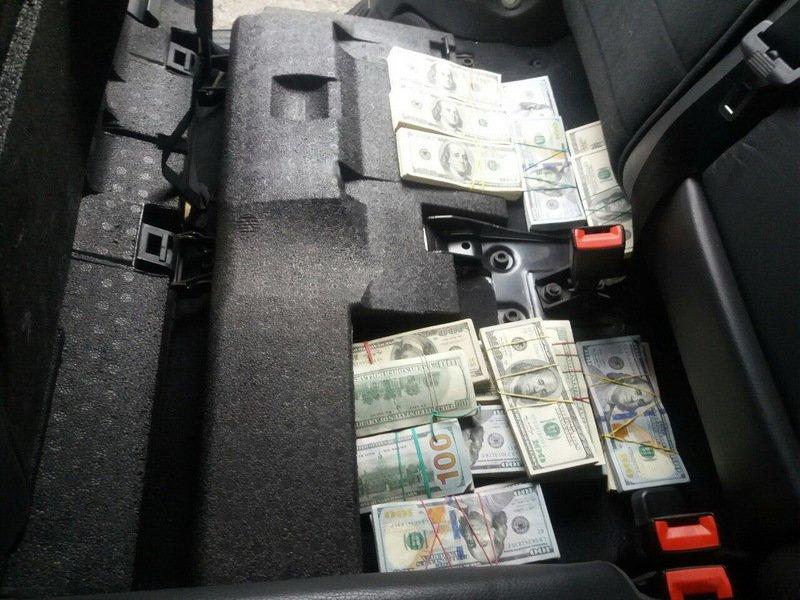 На трассе Донецк-Мариуполь задержали автомобиль с 260 тыс. долларов (ФОТО) (фото) - фото 1