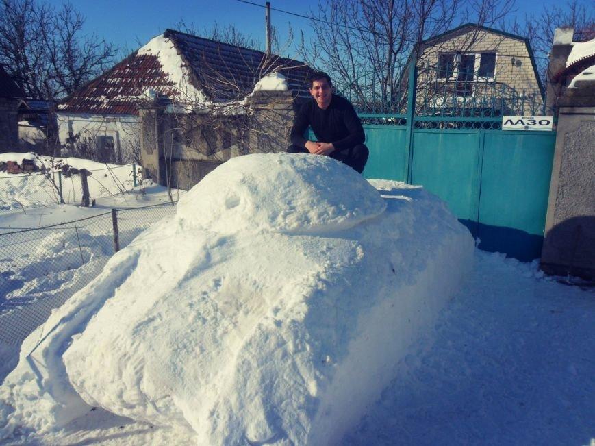 Николаевец построил танк из снега (ФОТОФАКТ) (фото) - фото 1