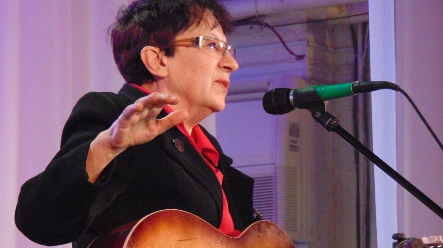 В Мариуполе состоялся концерт единственной в Украине женщины, играющей на семиструнной гитаре (ФОТО) (фото) - фото 6