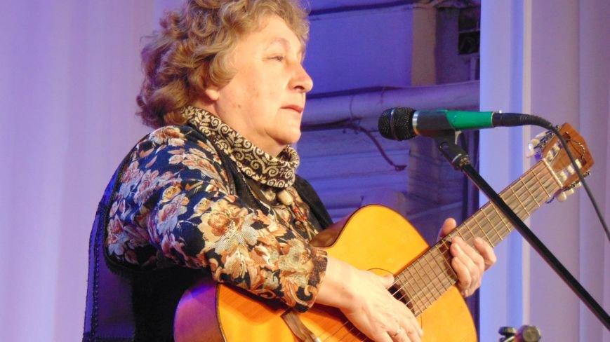 В Мариуполе состоялся концерт единственной в Украине женщины, играющей на семиструнной гитаре (ФОТО) (фото) - фото 3