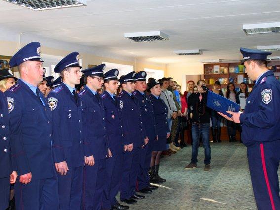 Офицеры Донецкого юридического института приняли Присягу сотрудника Национальной полиции (ФОТО) (фото) - фото 1