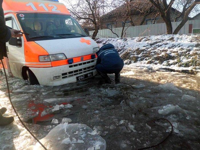 В Луганской области скорая помощь Нацгвардии застряла во