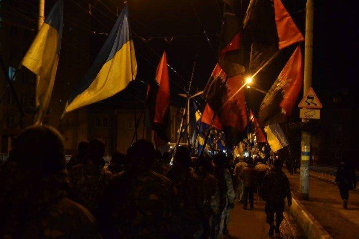 У Тернополі центральними вулицями міста пройшов марш пам'яті героїв Крут (фото) (фото) - фото 1
