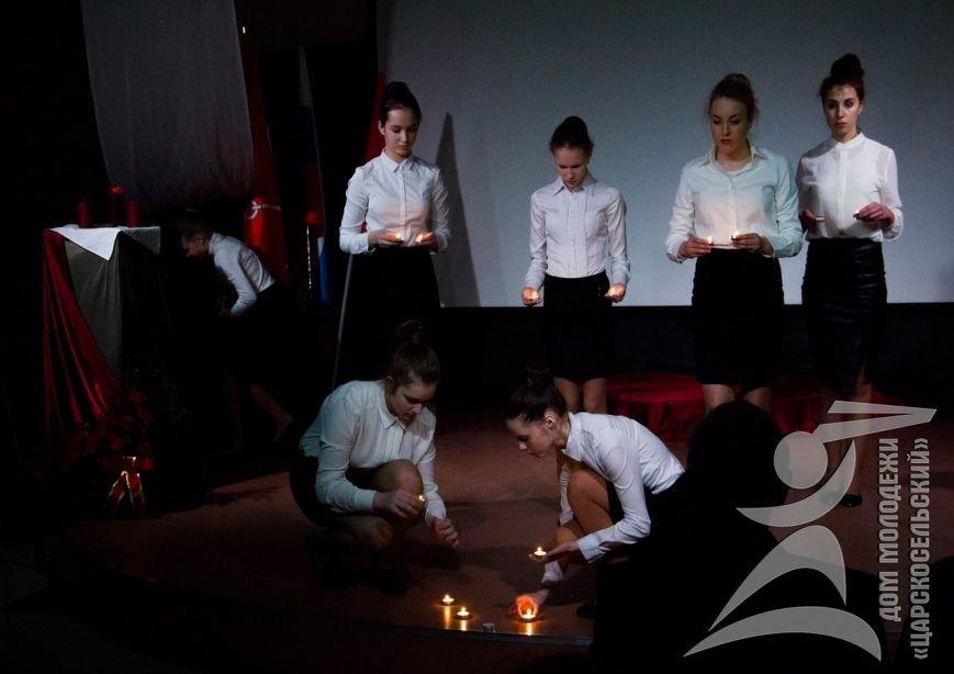 В День снятия блокады в городе Пушкине зажгли свечи памяти (фото) - фото 1
