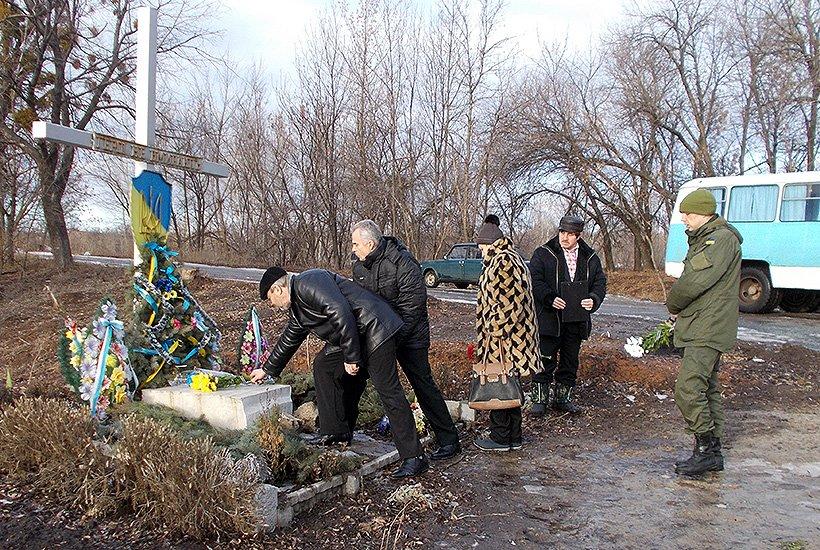 Бойцы Нацгвардии почтили память героев Крут в Славянском районе (фото) - фото 4