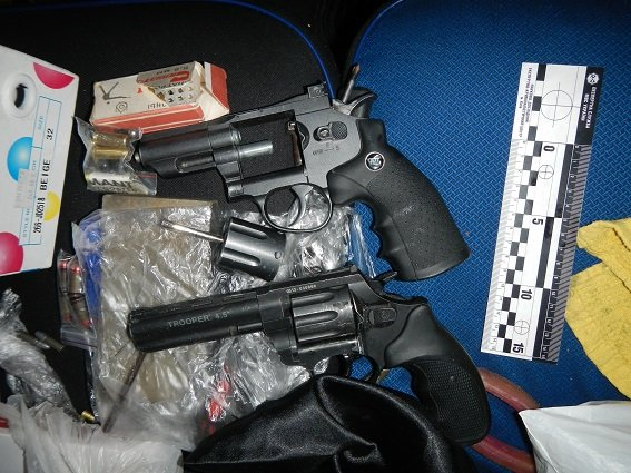 В Киеве полиция задержала автомобиль с оружием и наркотиками (ФОТО) (фото) - фото 4