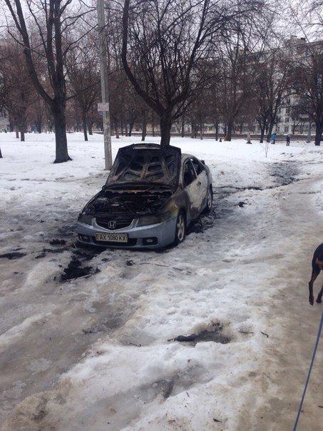 Ночью в Харькове сгорела иномарка иностранца (ФОТО) (фото) - фото 1