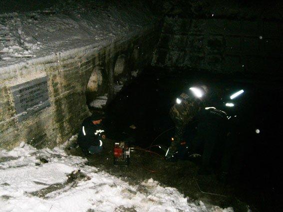 В Черниговской области машина упала в реку. Погибли пасажиры (фото) - фото 1