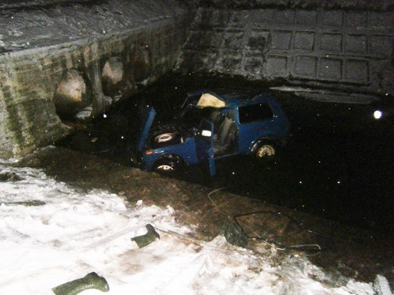 В Черниговской области машина упала в реку. Погибли пасажиры (фото) - фото 4