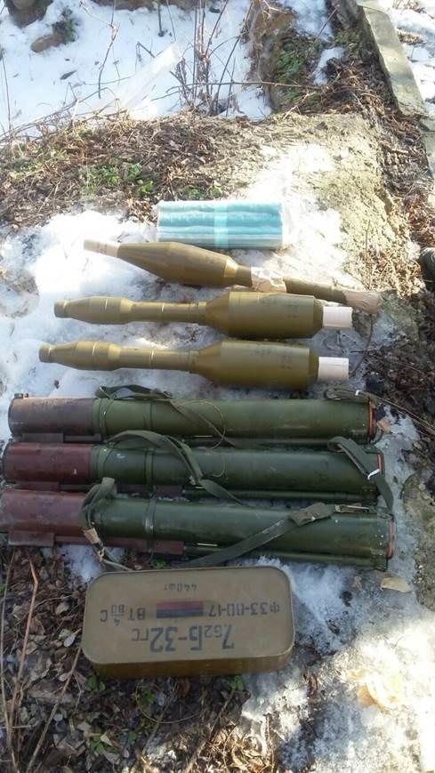 В Луганской области обнаружен очередной тайник с военными  средствами пораженя (Фото) (фото) - фото 1