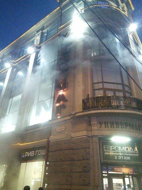 В Ростове загорелась вывеска центрального универмага (фото) - фото 1