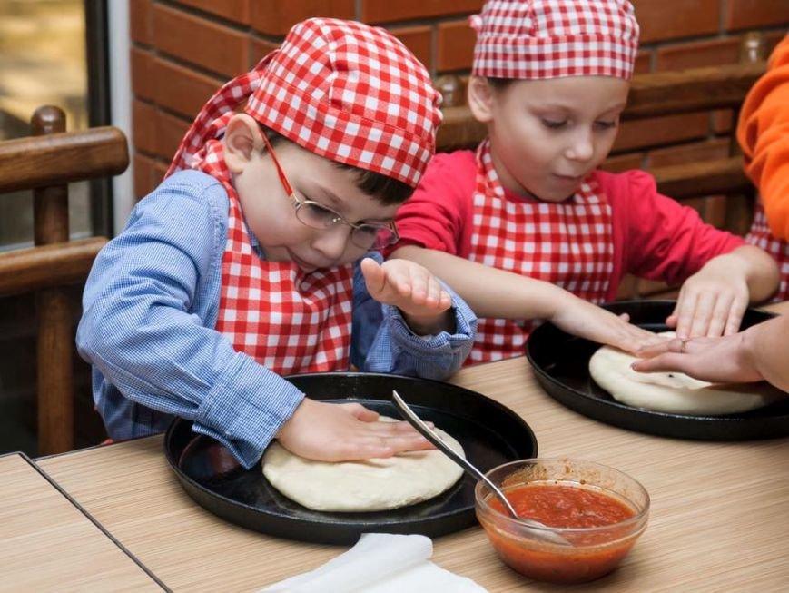У Чернівцях для дітей бійців АТО провели майстер-клас з виготовлення піци, фото-3