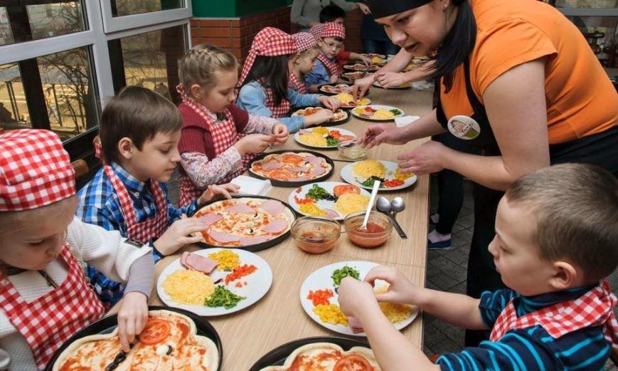 У Чернівцях для дітей бійців АТО провели майстер-клас з виготовлення піци, фото-2