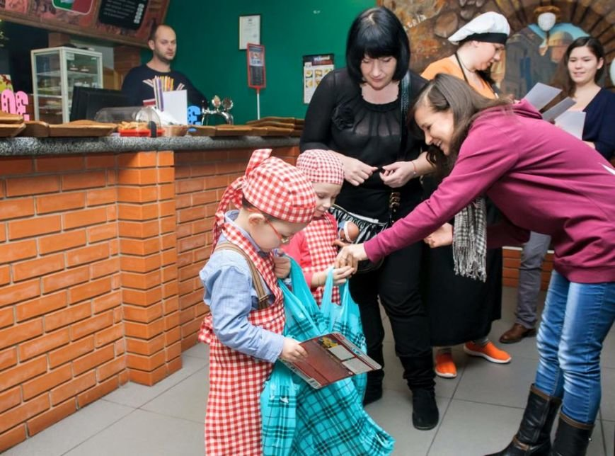 У Чернівцях для дітей бійців АТО провели майстер-клас з виготовлення піци, фото-4