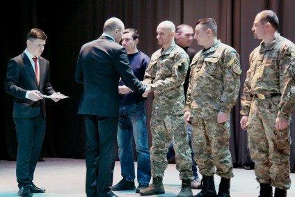 Черкаських воїнів АТО відзначили державними нагородами (СПИСОК, ФОТО) (фото) - фото 1