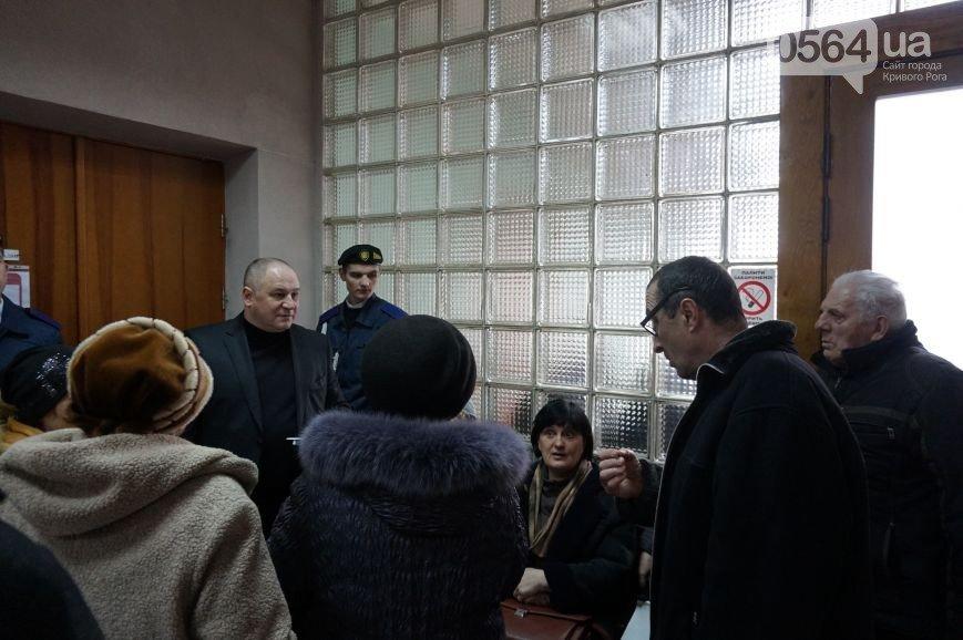 В Кривом Роге: Вилкул провел прием граждан, криворожане судятся с водителями маршруток, опубликован Закон о перевыборах мэра (фото) - фото 1
