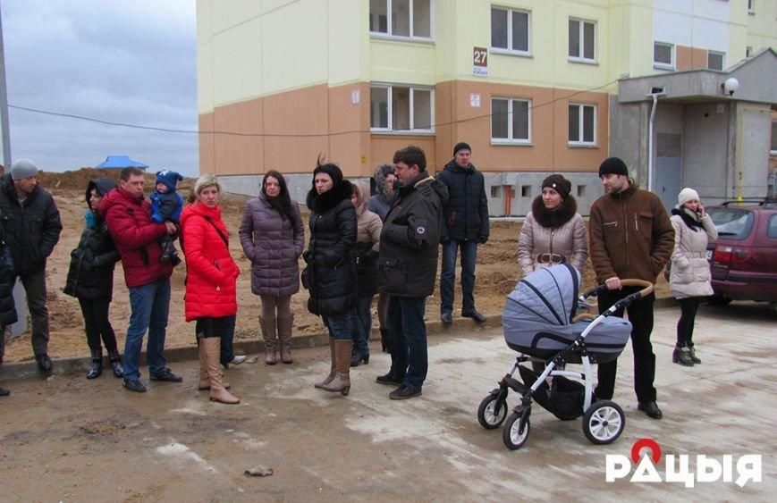 В Гродно многодетные семьи около полугода остаются без обещанного жилья (фото) - фото 6