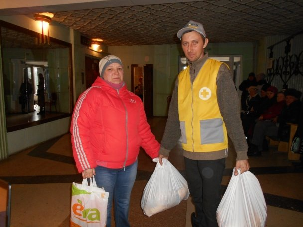 Штаб Ахметова продолжает помогать авдеевцам (ФОТОФАКТ), фото-12