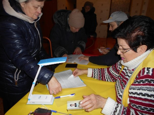 Штаб Ахметова продолжает помогать авдеевцам (ФОТОФАКТ), фото-3