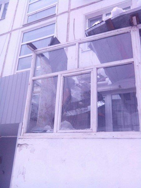 В Ульяновске сбитая сосулька протаранила крышу балкона, фото-2