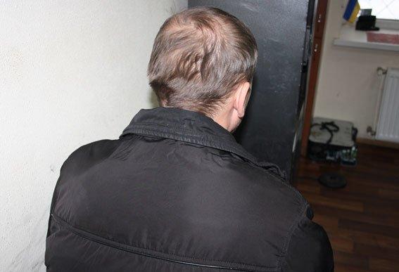 На Полтавщине мужчина забил до смерти молотком собутыльника и бросил тело на улице (фото) - фото 1