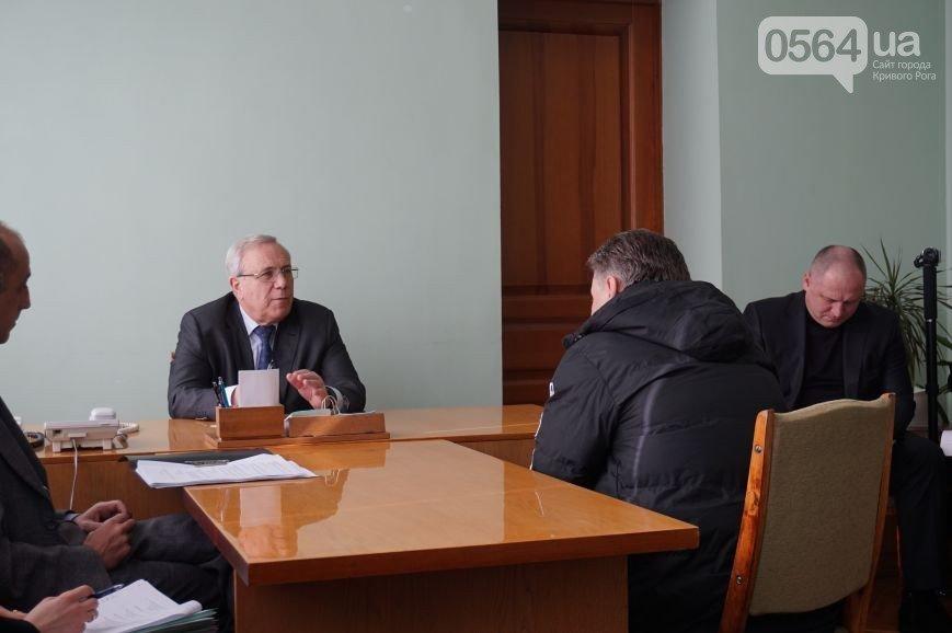 В Кривом Роге: почтили память Кузьмы, КИУ заявил о массовых подкупах избирателей, ФК