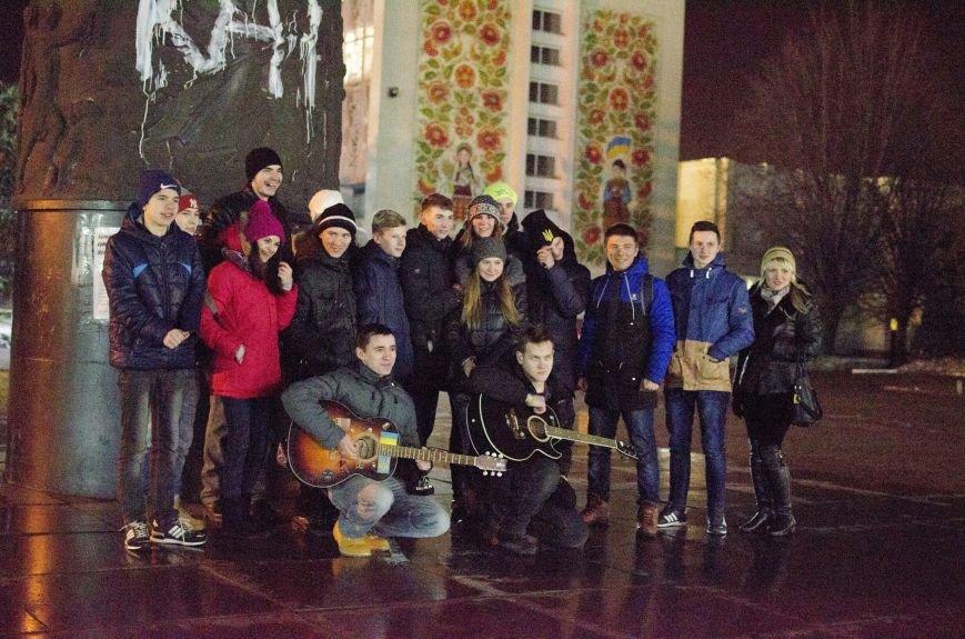 Год одиночества: в Днепродзержинске прошел вечер памяти Кузьмы Скрябина (фото) - фото 5