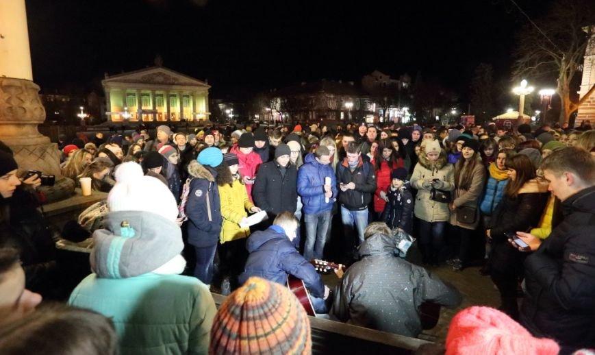 Сотні тернополян запалили свічки, щоб вшанувати пам'ять Скрябіна (фото) - фото 1