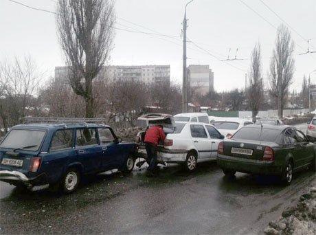 В Сумах столкнулись три авто: пьяный виновник ДТП скрылся с места аварии (ФОТО+ВИДЕО) (фото) - фото 1