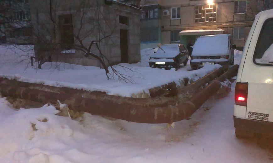 Несмотря на неоднократные обращения криворожан, на Даманском всю осень и зиму отапливают улицу (ФОТО) (фото) - фото 2